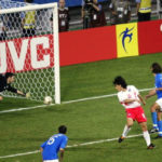 Momen Ahn Jung Hwan Mencetak gol ke gawang Italy